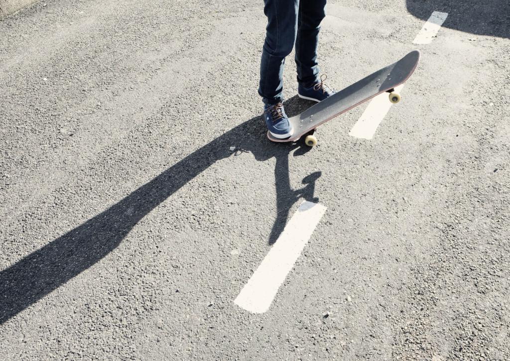 Life-of-Pix-free-stock-photos-feet-road-skateboard-julien-sister
